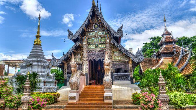 Chiang Mai, capital de la provincia de Chiang Mai, es la ciudad más grande y significativamente cultural del norte de Tailandia